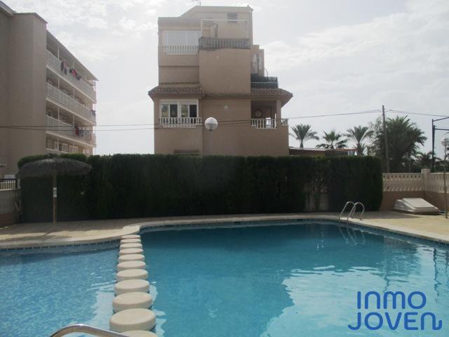 1101  Apartamento en primera línea de playa .